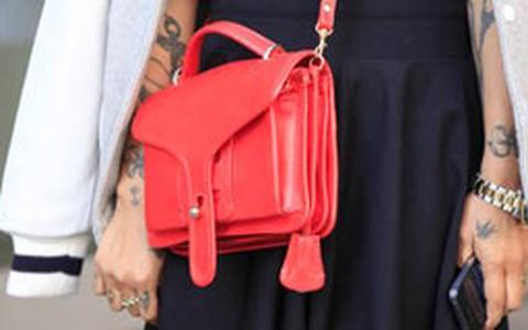 Minibolsas dão charme e praticidade ao looks dos fashionistas