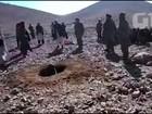 Talibãs e chefes de guerra apedrejam mulher por adultério no Afeganistão