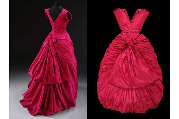 Front and back view of an evening dress in silk taffeta by Cristóbal Balenciaga, Paris, 1954 (Foto: © VICTORIA AND ALBERT MUSEUM, LONDON)