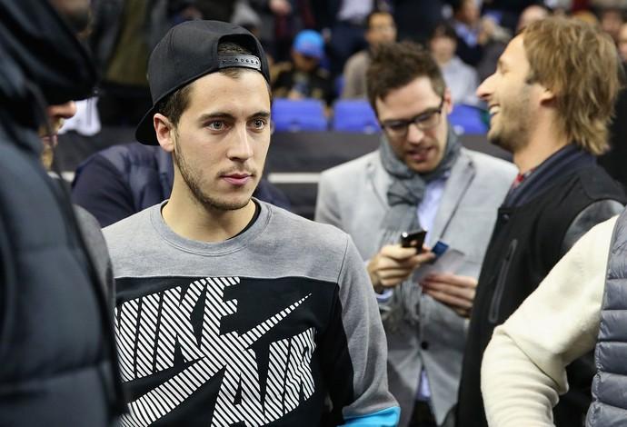 Eden Hazard torcida jogo NBA em Londres (Foto: Getty Images)
