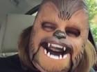 Mulher que fez vídeo com máscara do Chewbacca visita o Facebook