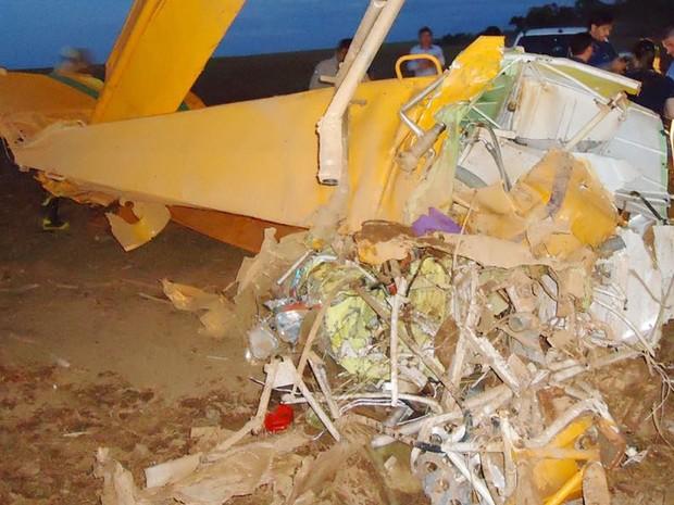 Piloto fazia a aplicação de defensivo agrícola no momento do acidente (Foto: Divulgação/Corpo de Bombeiros-MT)