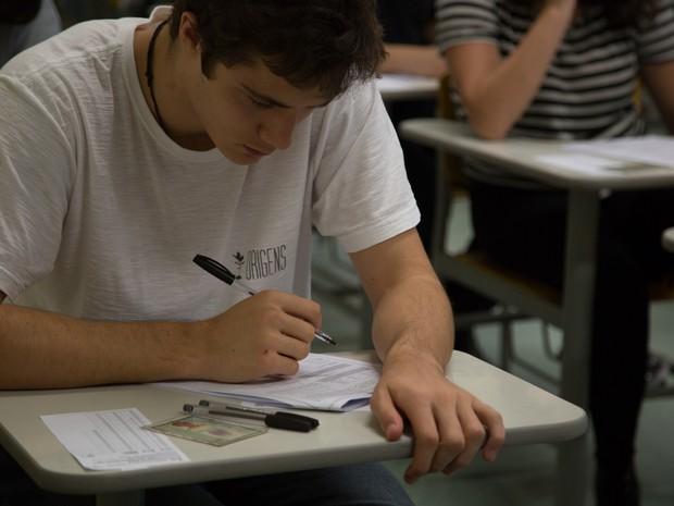 Pessoas fazem prova da Fuvest 2016 em São Paulo. concursos, concurseiros, exame, vestibular, fuvest, enem. -HN- (Foto: Analice Diniz/G1)