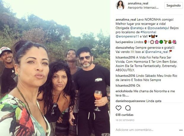 Anna Lima e Ale Salim com amigos em foto recente (Foto: Reprodução/Instagram)