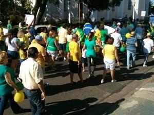 Manifestação em Avaré reuniu 120 pessoa, segundo organizadores (Foto: Cláudio Nascimento/ TV TEM)