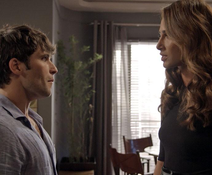 Murilo e Regina têm discussão acalorada (Foto: TV Globo)
