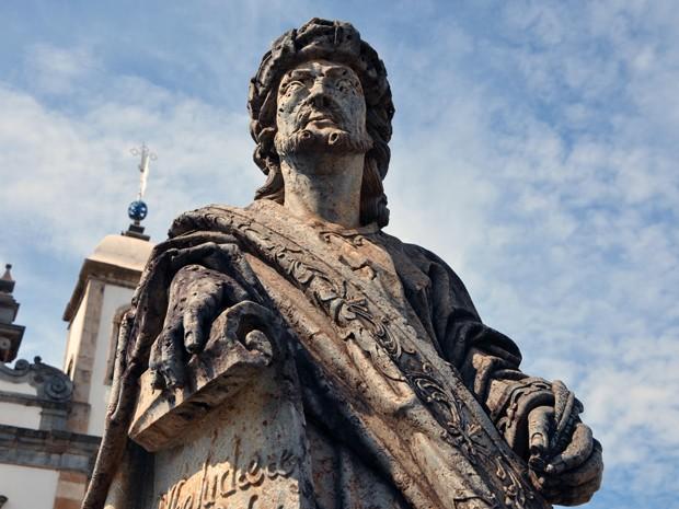 Profeta no Santuário do Bom Jesus do Matosinhos exibe características das obras de Aleijadinho (Foto: Pedro Ângelo/G1)