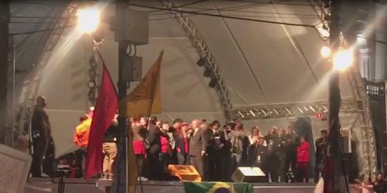 Imagem do vídeo de Lula no discurso em Curitiba (Foto: reprodução)