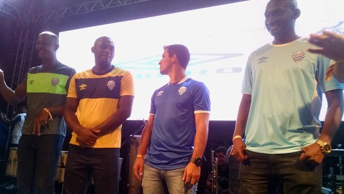 CSA apresenta novos uniformes (Foto: Caio Lorena / GloboEsporte.com)