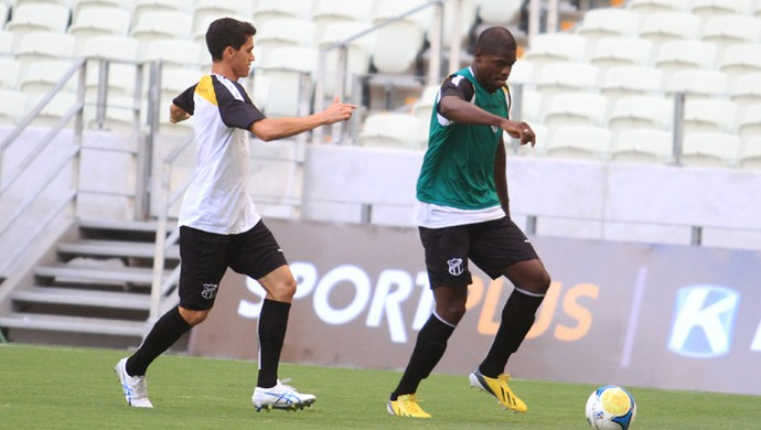 Magno Alves e Diego Ivo em treino do Ceará, na Arena Castelão (Foto: Divulgação/ CearáSC.com)
