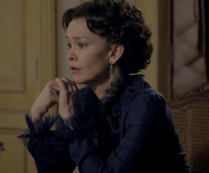 Dorotéia ouve o desabafo da filha (Foto: TV Globo)