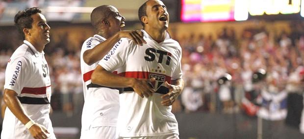 Lucas comemora gol do São Paulo contra o Tigres (Foto: Gustavo Tilio / Globoesporte.com)