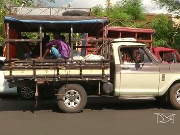 Em Caxias, paus de arara circulam sem fiscalização (Foto: Reprodução/TV Mirante)
