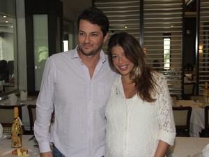 Marcelo Serrado e a mulher, Roberta (Foto: Derick Abreu/ Foto rio News)