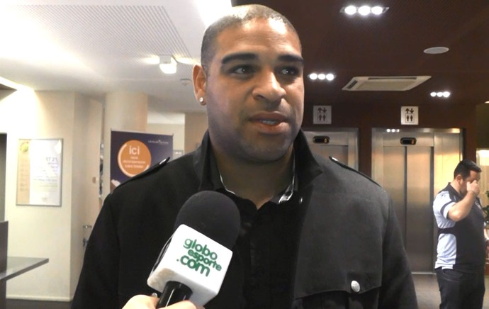 Entrevista do Adriano em Le Havre (Foto: Reprodução)