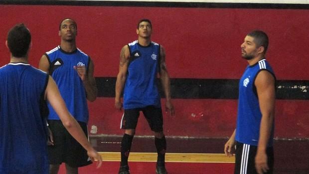 Jerome Meyinsse, Shilton Olivinha flamengo basquete (Foto: Fabio Leme)