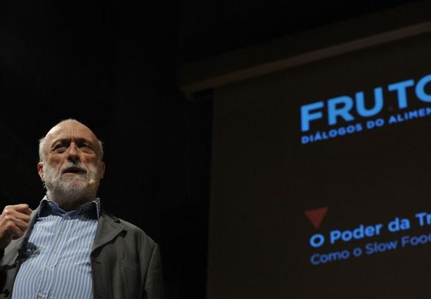 Carlo Petrini durante o evento FRUTO - Diálogos do Alimento (Foto: Ricardo Dangelo/Fruto)
