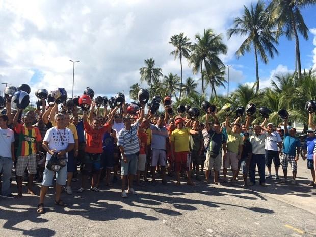Uma das reivindicações do grupo é o preço elevado do emplacamento (Foto: Carolina Sanches/G1)