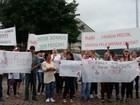 Funcionários de frigorífico interditado na 'Carne Fraca' fazem protesto em SC