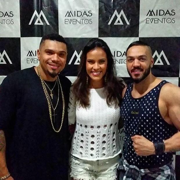 Naldo, Ju Moraes e Belo em bastidores de show na Zona Norte do Rio (Foto: Instagram/ Reprodução)