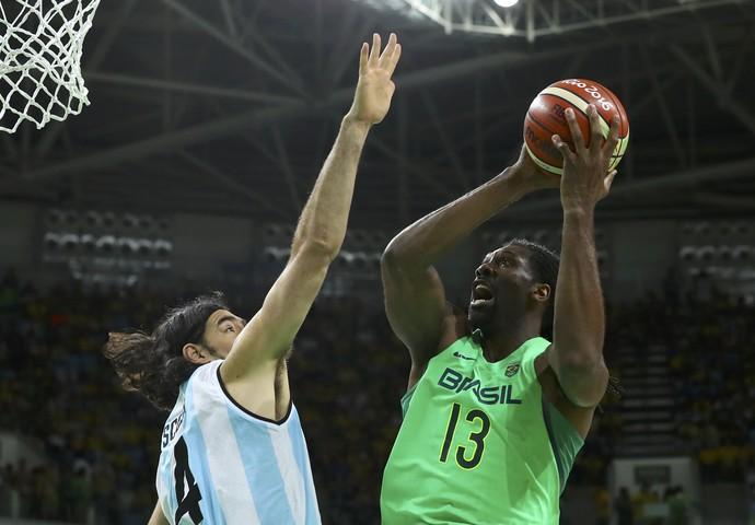 Brasil x Argentina basquete masculino Scola Nene (Foto: Reuters)