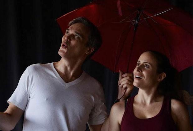 Dalton Vigh e a mulher, a atriz Camila Czerkes, atuam juntos em espetáculo teatral (Foto: Divulgação)