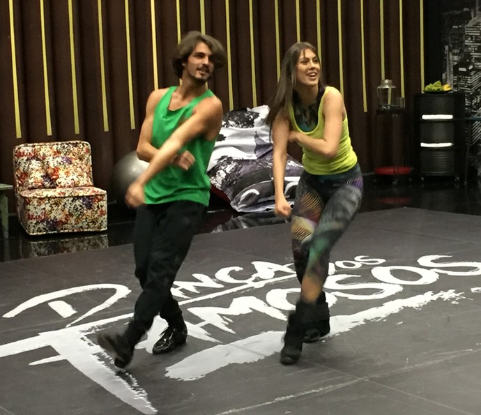 Brenno Leone e Rachel Drodowsky capricham na coreografia (Foto: Guilherme Toscano / Gshow)