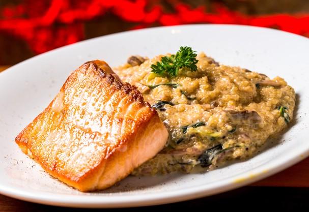Um prato superelaborado com salmão em 15 minutos? Sim, é possível!