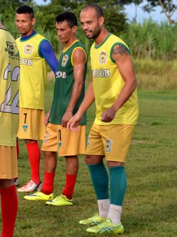Guilherme Roberto, lateral esquerda do Galvez (Foto: Nathacha Albuquerque)