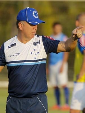Damião ou Júlio Baptista  A dúvida de Mano Menezes para escalar o Cruzeiro 08ac80ae2965d