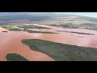 Engenheiro francês que recuperou Rio Sena faz sobrevoo no Rio Doce