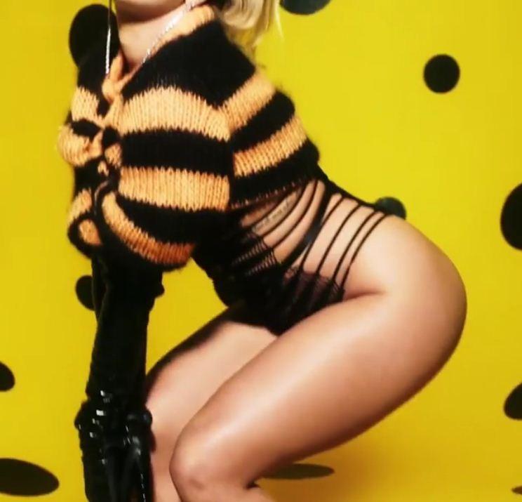 Rita Ora mostra sua porção mais sexy no #AdventLove de 2017 (Foto: Divulgação)