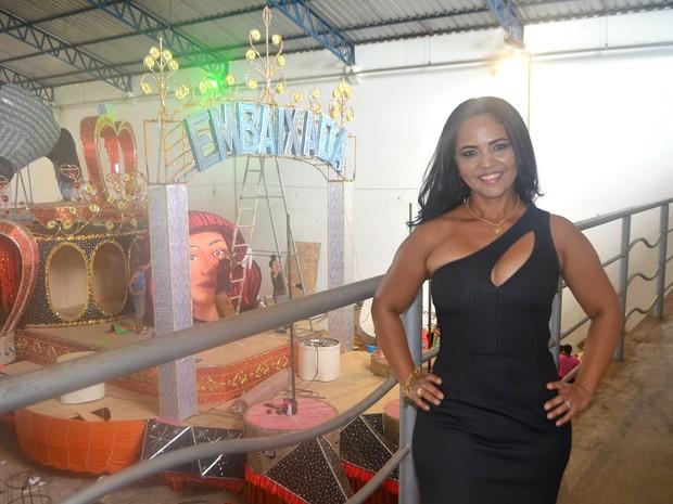 Irene Amanajás, de 42 anos, rainha de bateria da Embaixada de Samba (Foto: John Pacheco/G1)