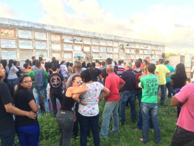 Caio foi morto tentando proteger o tio, durante assalto no bairro do Rio Vermelho (Foto: Alan Tiago Alves/G1 Bahia)