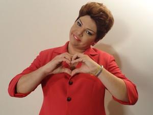 Gustavo Mendes caracterizado como Dilma Rousseff (Foto: Divulgação)