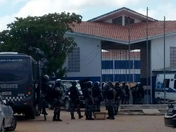 BPChoque e Grupo de Operações Especiais participaram da revista desta quinta-feira (19) (Foto: Sérgio Henrique Santos/Inter TV Cabugi)