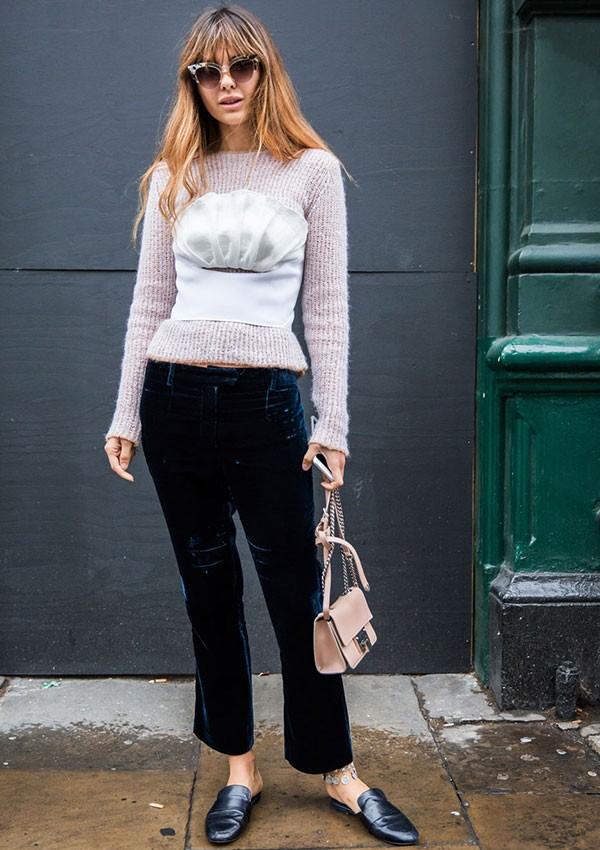 O corpete virou uma peça queridinha na moda de rua (Foto: Imaxtree)