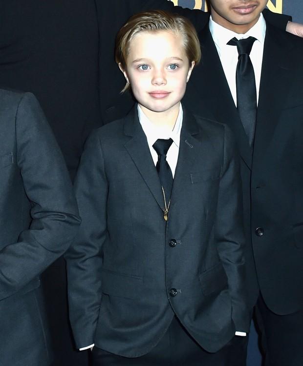 Terninho de Shiloh rouba a cena em première dos pais, Jolie-Pitt