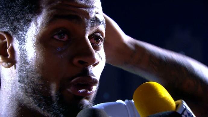 Dedé se emociona e chora no jogo com o Goiás (Foto: Reprodução / Sportv)