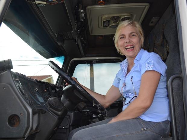 Ermida Aparecida deixou a profissão de professora e se tonou caminhoneira (Foto: Jonatas Boni/G1)