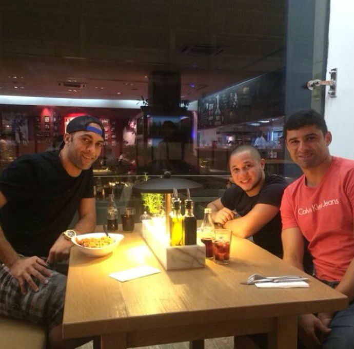 leandro euzébio com william e madson no Qatar (Foto: Reprodução/Instagram)