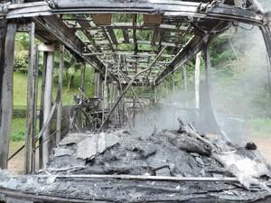 Ônibus foi incendiado em Blumenau nesta terça (7) (Foto: Jaime Batista da Silva/Divulgação)