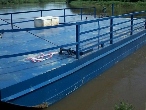 Balsa usada no Rio Iguaçu voltou a ser usada na quinta (15). (Foto: Divulgação/Prefeitura de Palmeira)