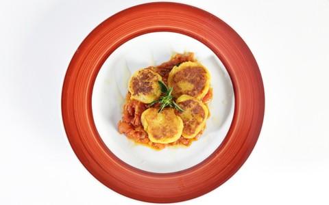 Nhoque rústico de mandioquinha com molho de tomates frescos e manjericão: receita da Carol