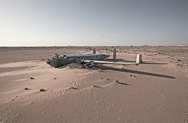 Destroços de aeronave encontrada no Saara Ocidental (Foto: Dietmar Eckell)