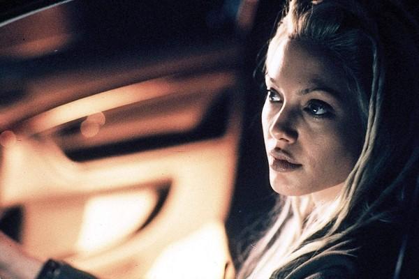 A atriz Angelina Jolie em 60 Segundos (2000) (Foto: Reprodução)