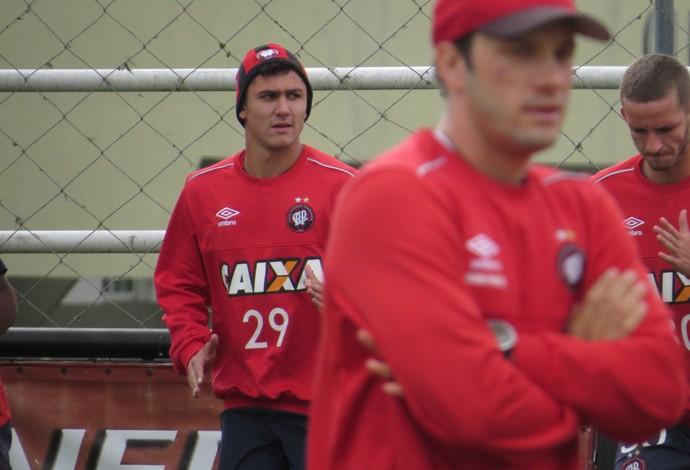 Meia Vinícius do Atlético-PR (Foto: Fernando Freire)