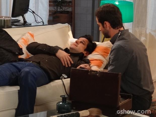 Jonas passa mal e é atendido por Dr. Breno (Foto: Geração Brasil/TV Globo)