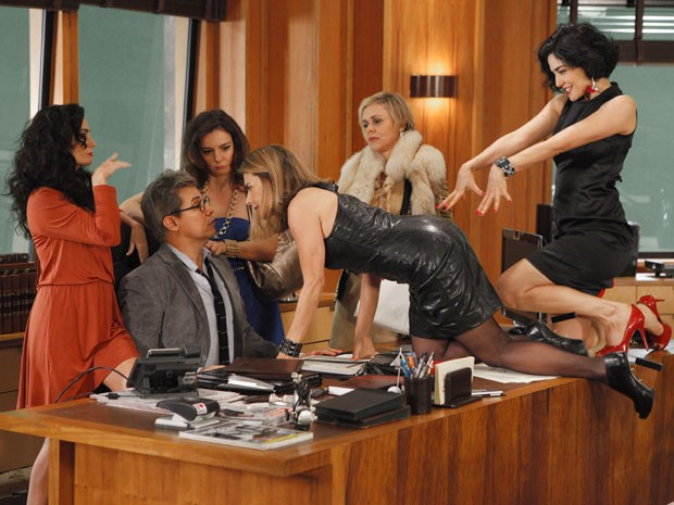 As doidas tiram o sossego de Felipe (Foto: Guerra dos Sexos / TV Globo)