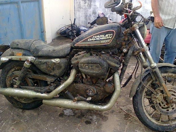 Harley Davidson encontrada em lago (Foto: Divulgação/Polícia Civil)